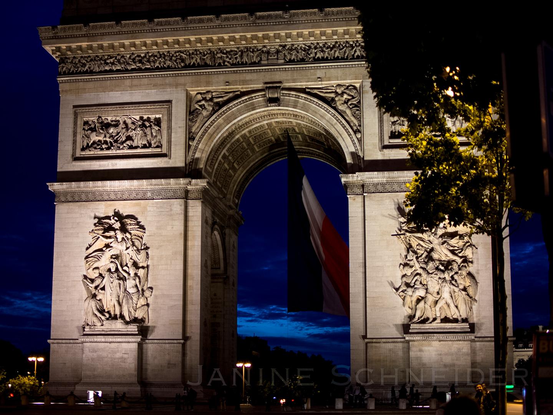 Arc de Triomphe in Paris bei Nacht