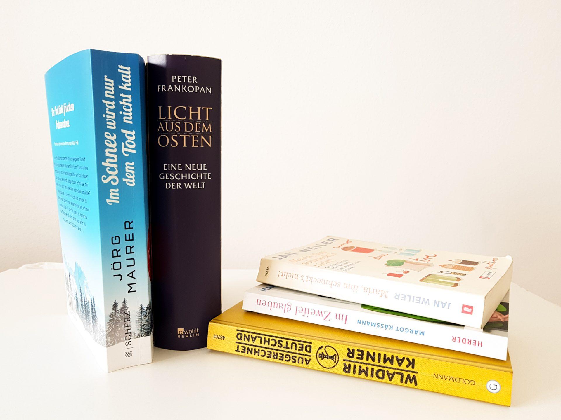 Bücherstapel mit weiteren Empfehlungen
