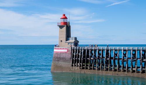 Alabasterküste - Leuchtturm im Hafen von Fécamp