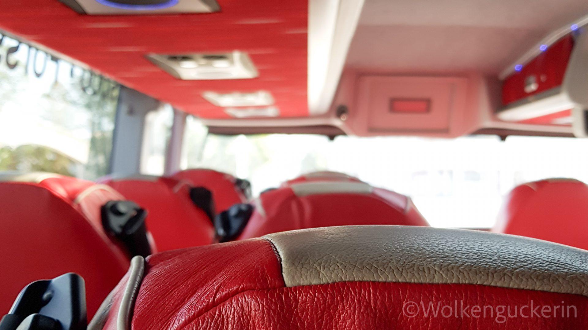 Blick in den Innenraum eines finnischen Busses