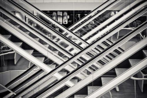 Rolltreppe in einem Einkauszentrum