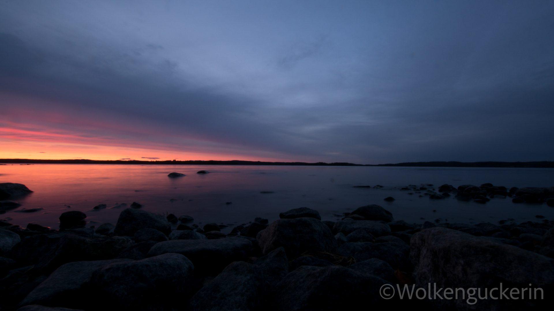 Sonnenuntergang auf einer einsamen Insel in Finnland
